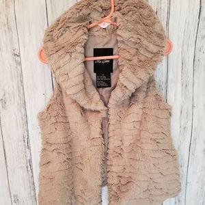 Me Jane Girls Faux Fur Vest